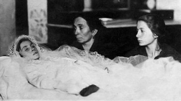 The funeral of Anneliese Michel shows that she was unrecognizable.